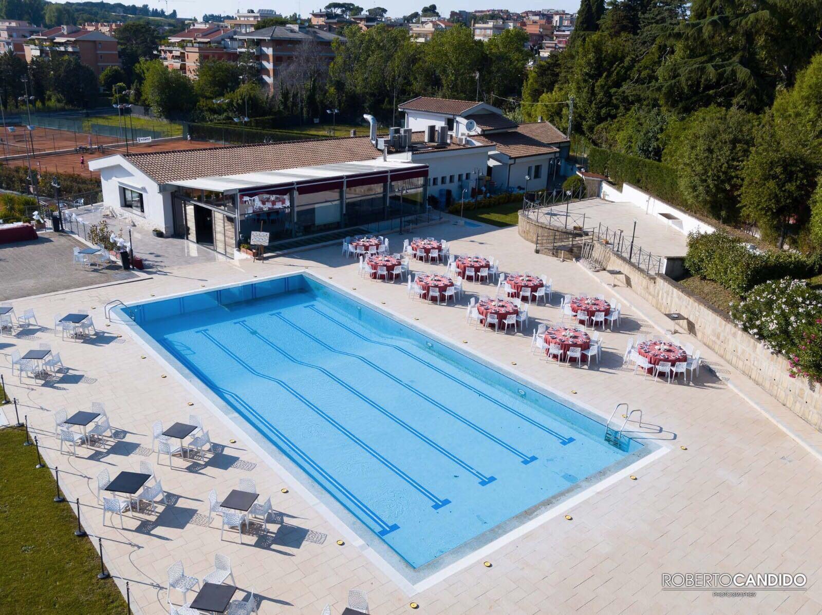 Mercoledi 2 agosto party in piscina play pisana cena for Cena in piscina